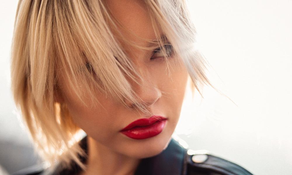 Женщина с красными губами.jpg