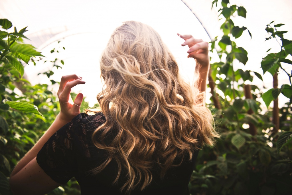 12 способов зрительно увеличить объем волос