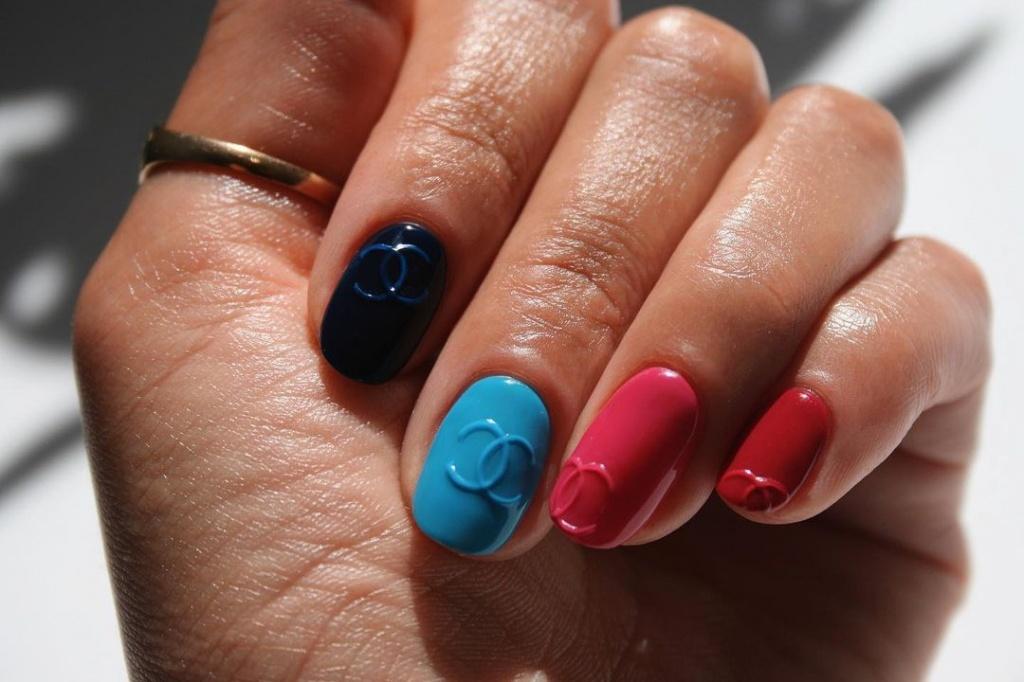 Творческий подход: свежие идеи маникюра на короткие ногти, которые стоит попробовать в 2021 году