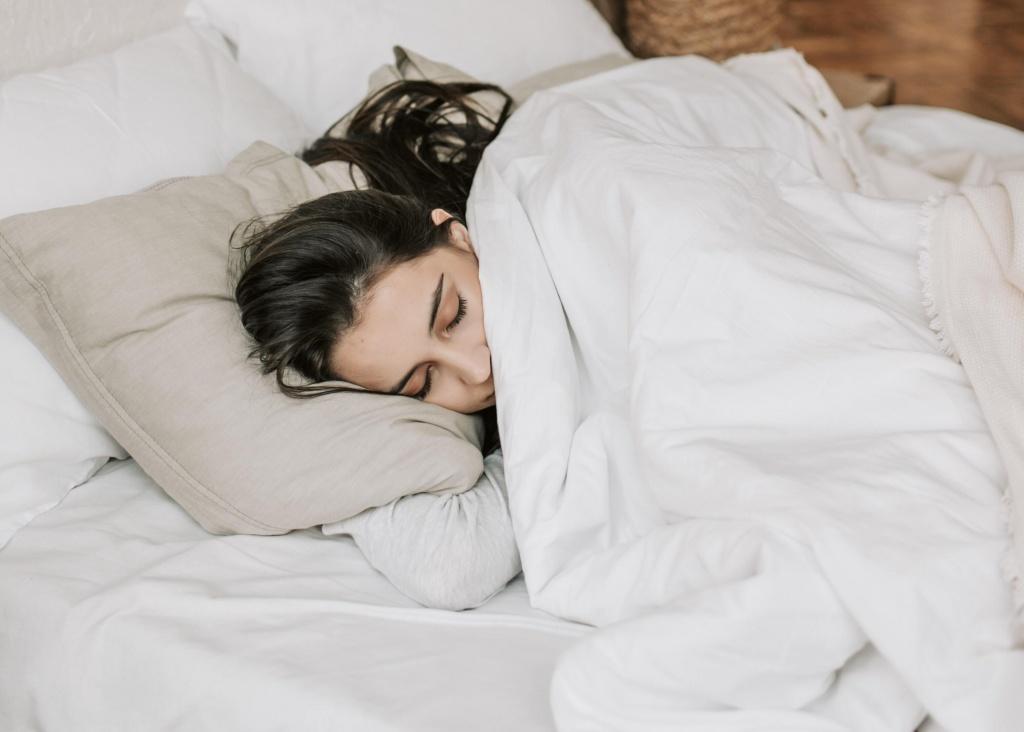 девушка в постели.jpg