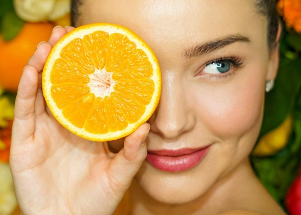 Мощный антиоксидант и anti-age компонент: что надо знать о витамине С в уходе за кожей