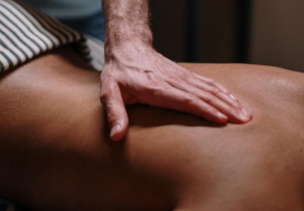Освоить новую профессию в пандемию, избавить от целлюлита себя и близких: научитесь новому методу массажа