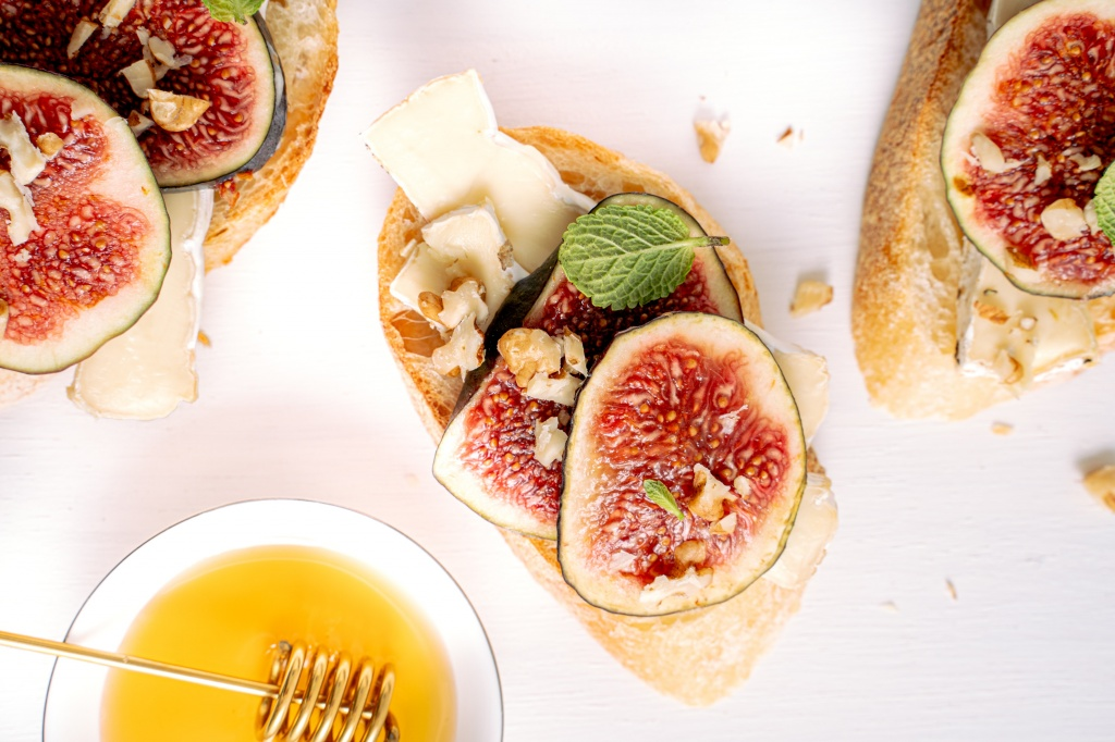 Вместо авокадо: 7 простых способов cделать трендовый тост с инжиром как в Instagram