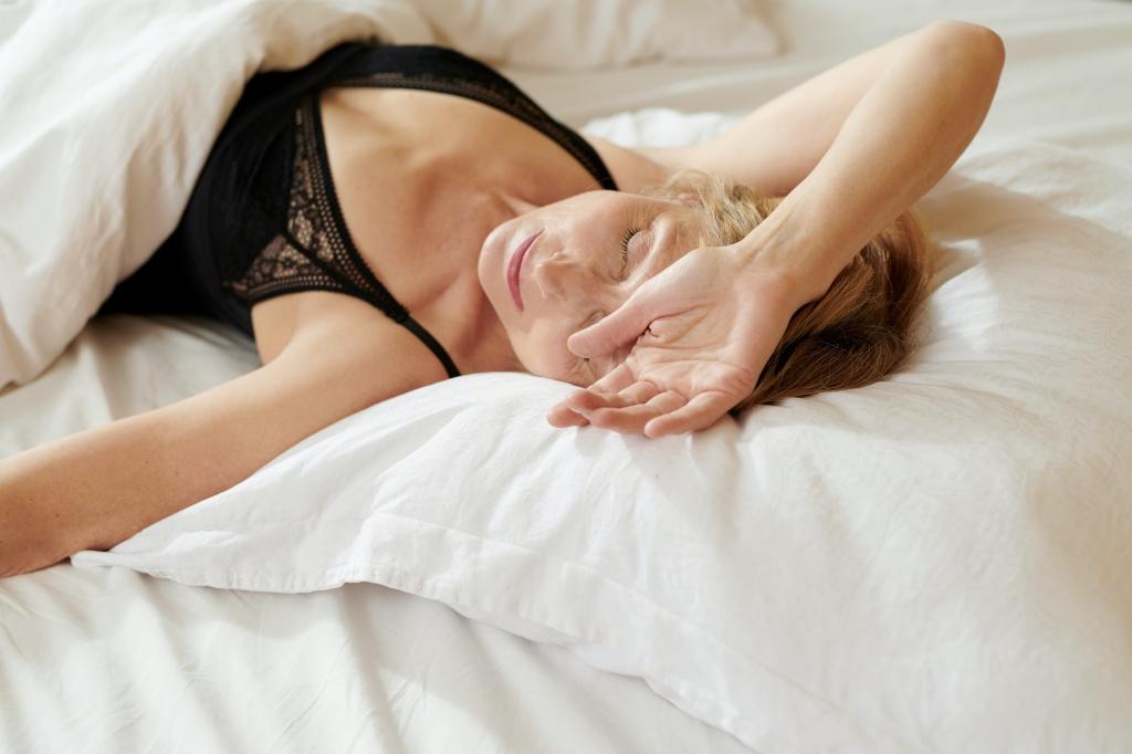 В выходные не отоспишься за неделю, алкоголь тоже не поможет: 10 самых популярных медицинских мифов о сне