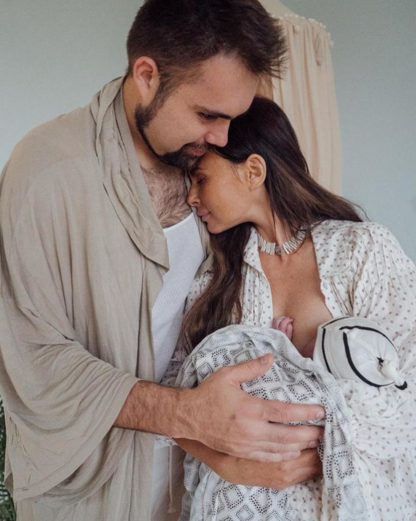 Саша Зверева показала, как выглядит ее живот на 5 день после 4-х родов (напоминаем, ребенок четвертый)