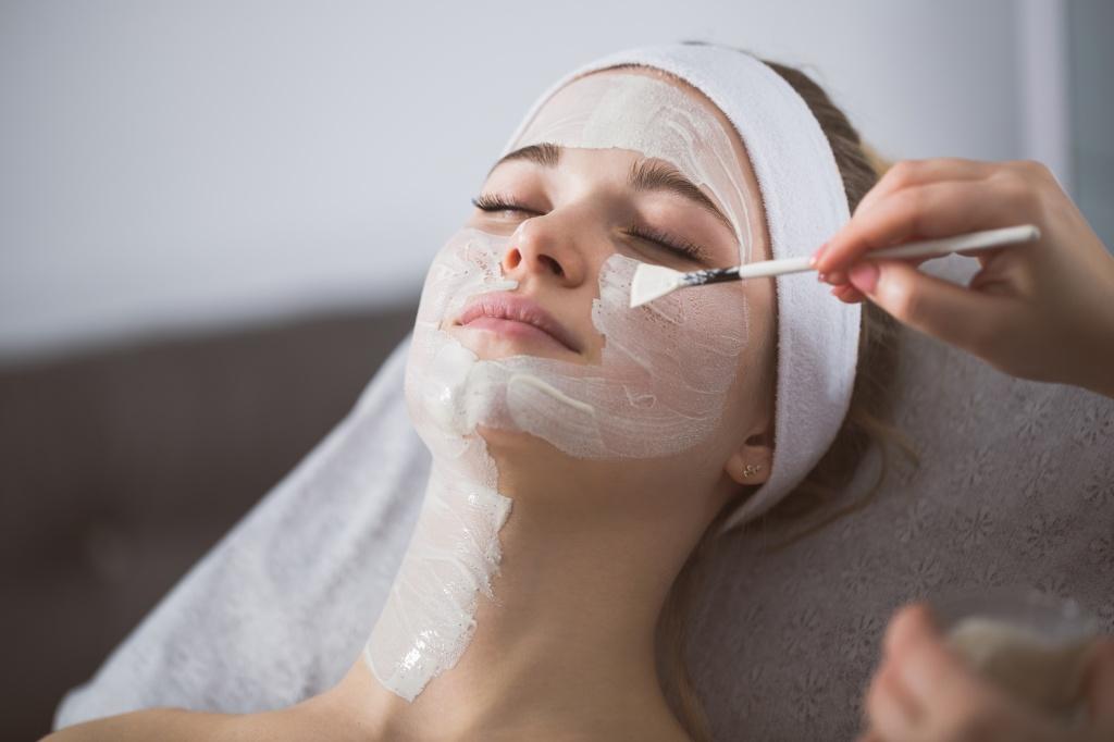 7 вопросов, которые обязательно нужно задать косметологу на приеме