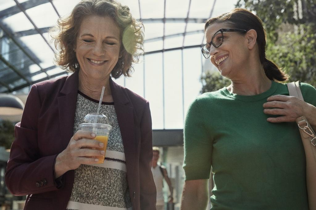 TENA-Women-Lifestyle-Two-Women-Business.jpg