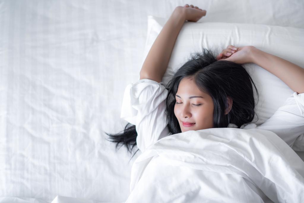 Лежи и худей: делаем зарядку прямо в кровати