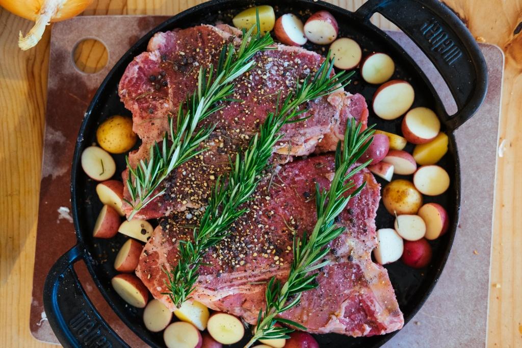 В каких продуктах содержится железо: список для мясоедов и вегетарианцев