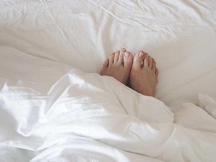 3151-female_feet_blanket_bed-732x549-thumbnail.jpg