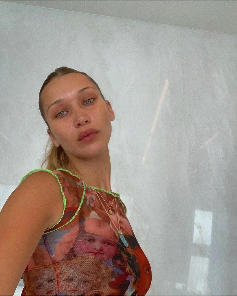 Белла Хадид нарисовала необычные стрелки, но внимание привлекла ее рубашка