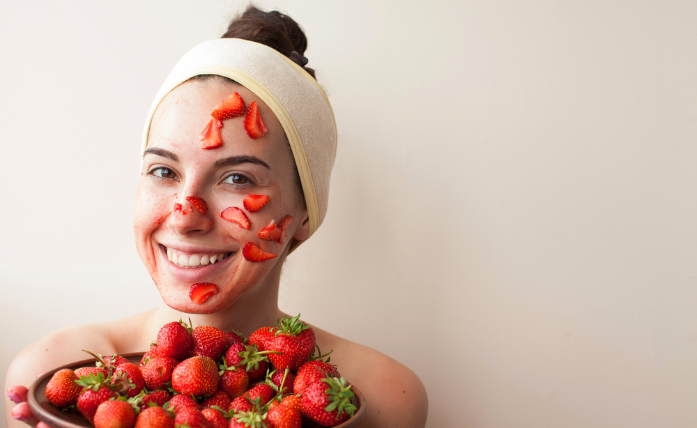 11 самых мерзких домашних масок, которые нельзя наносить на лицо