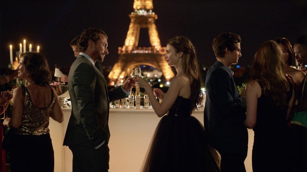 5 причин посмотреть новый сериал «Эмили в Париже» (красавец Лукас Браво — одна из них)