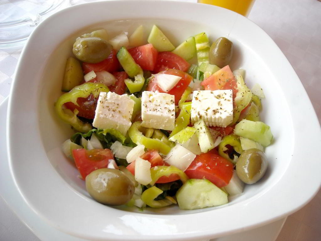 greek-salad-1320264-1600x1200.jpg