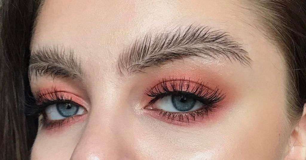 5 трендов в макияже, которые морально устарели (мы знаем, чем заменить)