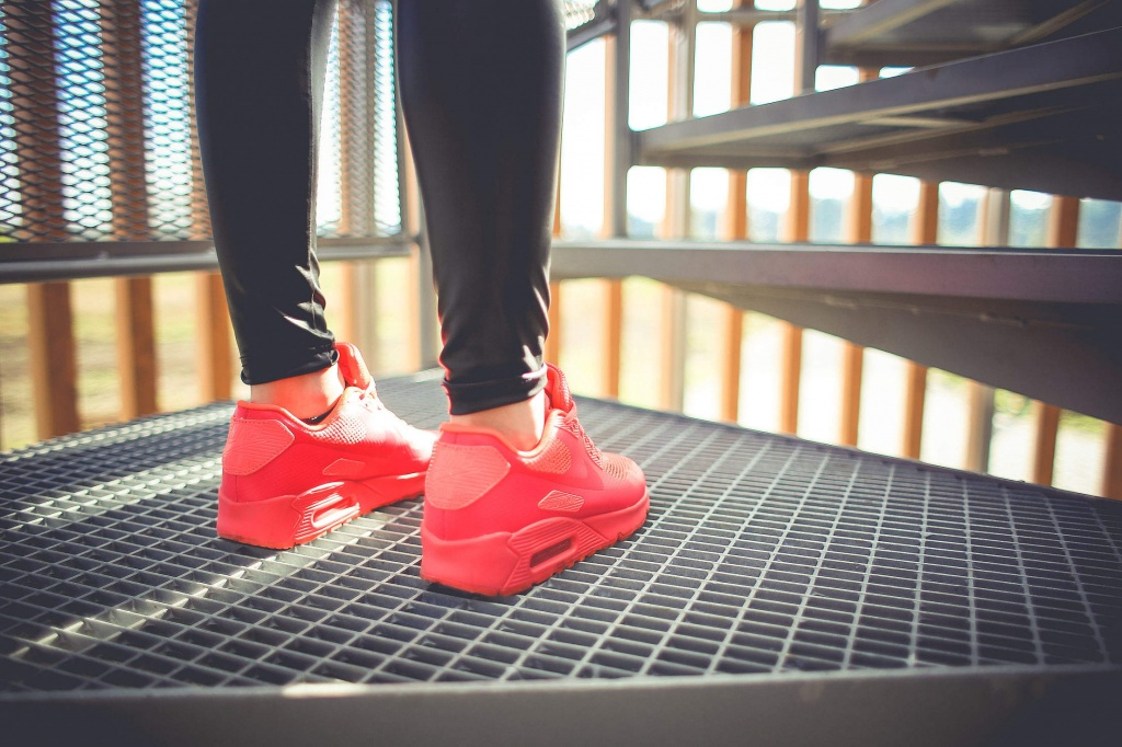 girl-in-pink-running-sport-shoes_free_stock_photos_picjumbo_HNCK2304-2210x1473.jpg