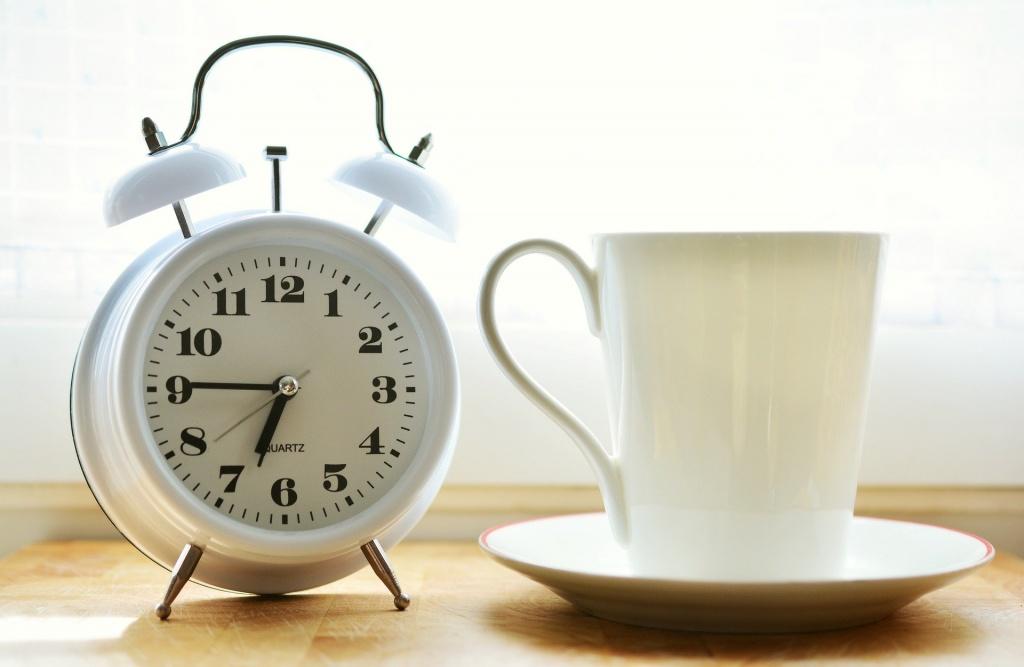 6 утренних привычек, из-за которых вы не можете проснуться