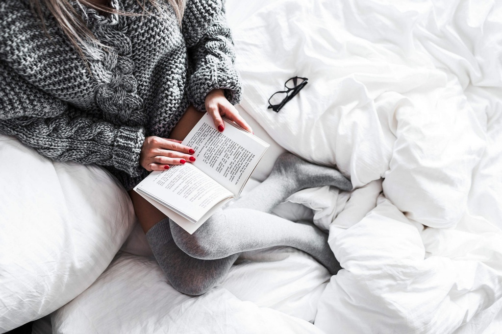relaxed-woman-reading-in-bed-2210x1473.jpg