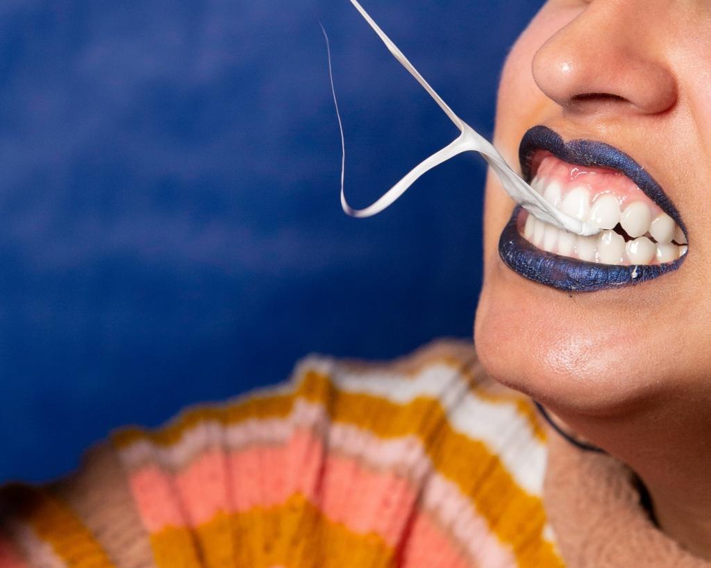Липкая улыбка: что делать, если невовремя обнажаются десны