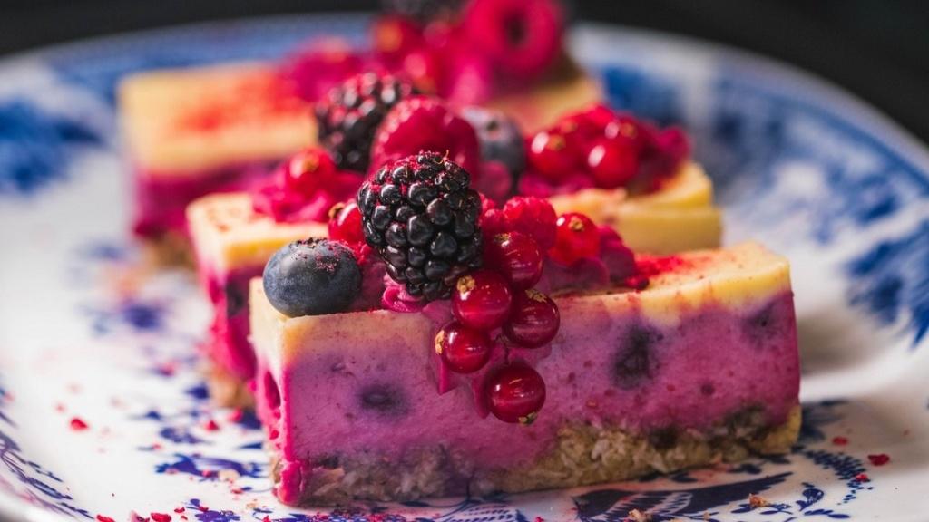Чем рискуют сладкоежки: 6 опасных последствий
