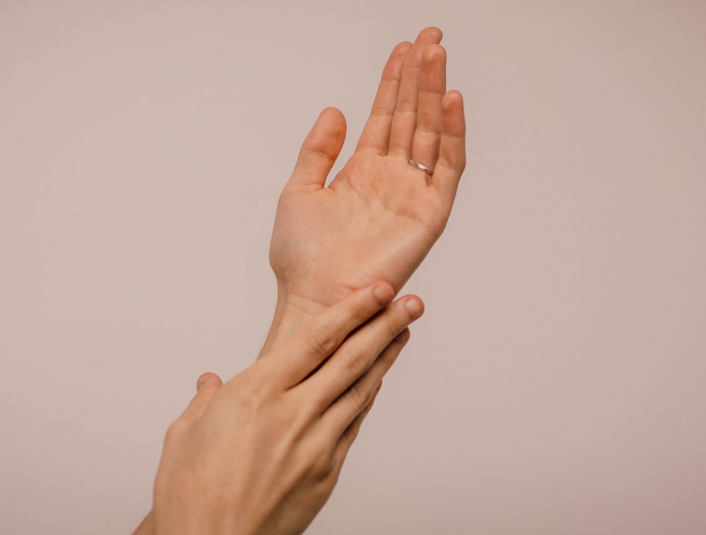 person_touching_hand_1242349-2.jpg