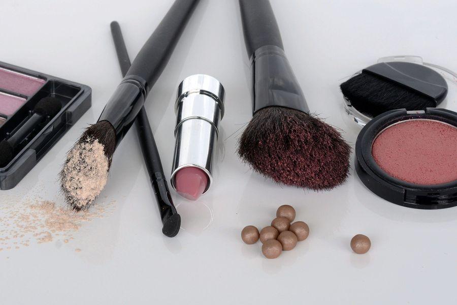 cosmetics-1367779_1920.jpg
