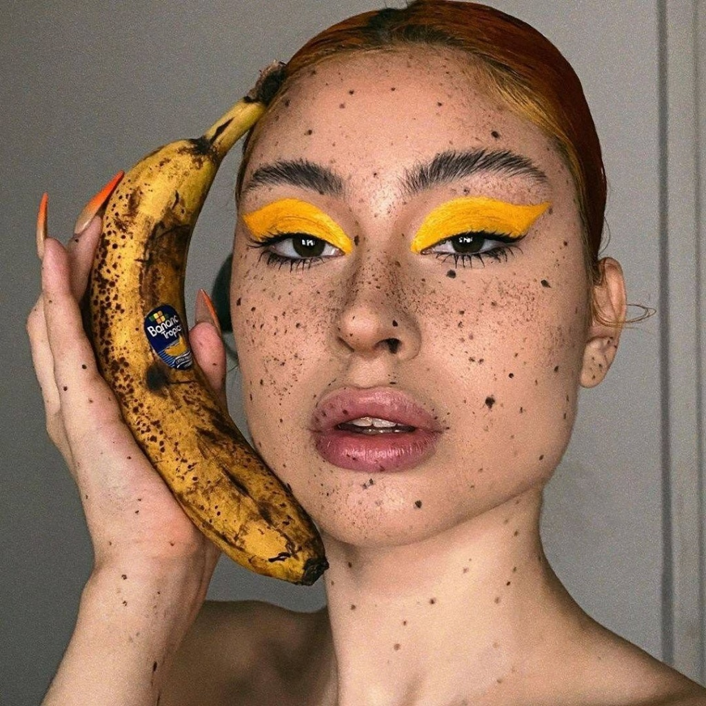 Банановый макияж, морской маникюр и губы-стейки: какие тренды сейчас в топе в Instagram