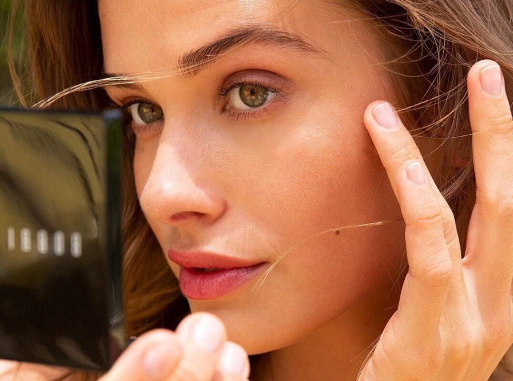 Нужно ли делать макияж дома: 5 аргументов «за» и 5 «против»