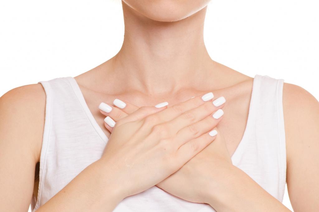 Отечность и боль в груди когда женщине беспокоиться