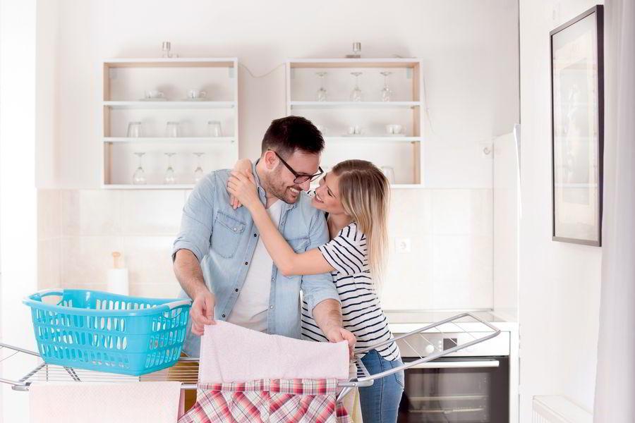 Перевернутые семьи: что делать, если в паре женщина делает карьеру, а мужчина сидит дома?