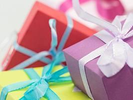 Корейские бестселлеры, классический макияж губ и еще 8 идей для бьюти-подарков к 8 марта