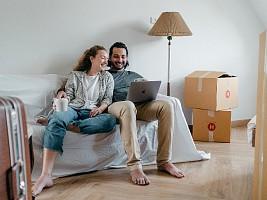 Дома всего неделю, живем в однушке и уже устали друг от друга: 4 способа не убить партнера