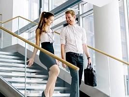 Деловой флирт: как получить комплимент в лифте