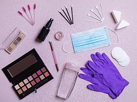Дезинфицируйте не только руки: как и зачем обрабатывать косметику