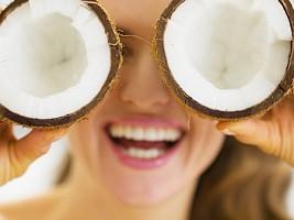 Ешь, мажь и молодей: чем полезно кокосовое масло и как его применять