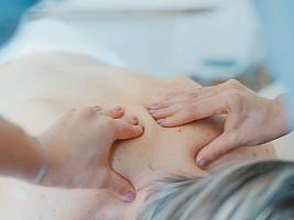 Головная боль, депрессия и неправильный прикус: 10 признаков, что вам пора к мануальному терапевту