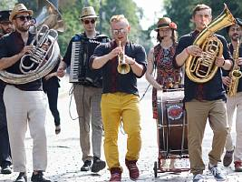 Опенэйры на воде, кубинские ритмы на летней веранде, джаз в усадьбе: куда сходить с 15 по 20 июня