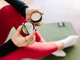 Помогает при атопическом дерматите и регулирует выработку себума: как работает косметика с коноплей