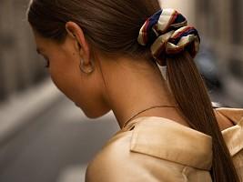 Чтобы были крепкими и лучше росли: 5 правил ухода за волосами перед сном