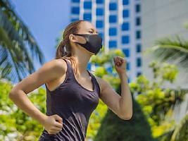 4 правила, как заниматься спортом в маске, чтобы не навредить здоровью
