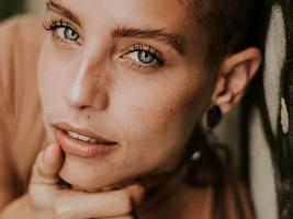 Как избавиться от расширенных пор на коже лица (они могут говорить о старении кожи)